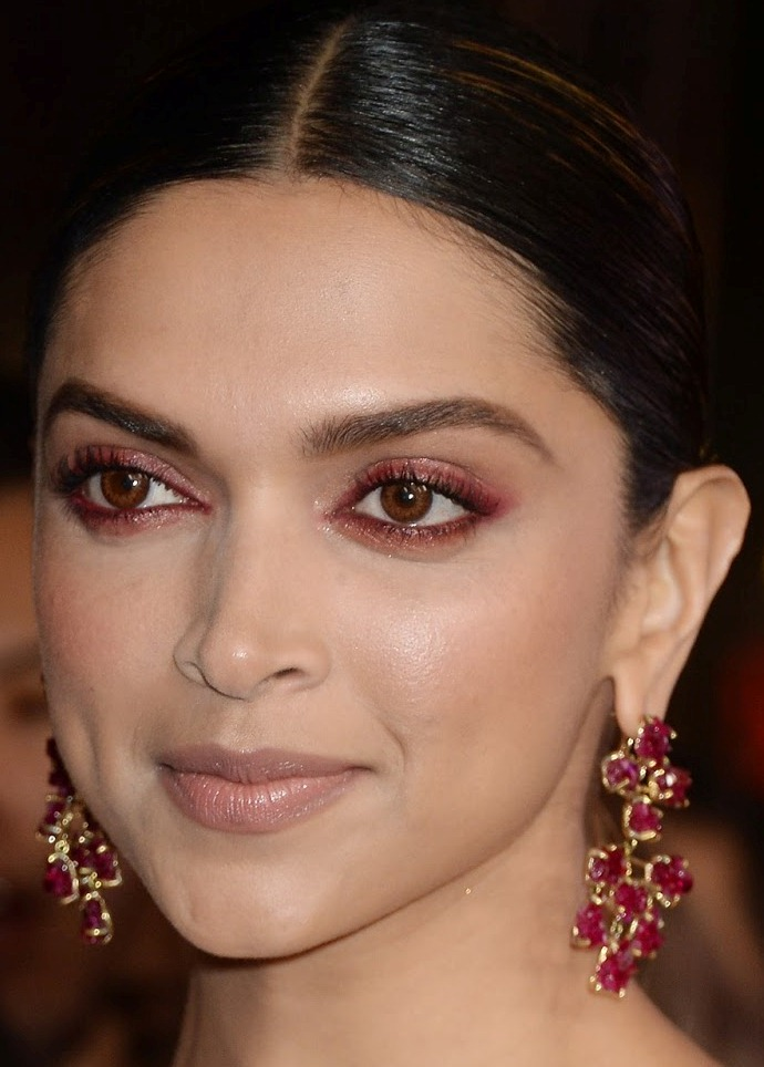 Beautiful Malayalam Girl Deepika Padukone Face Close Up ...