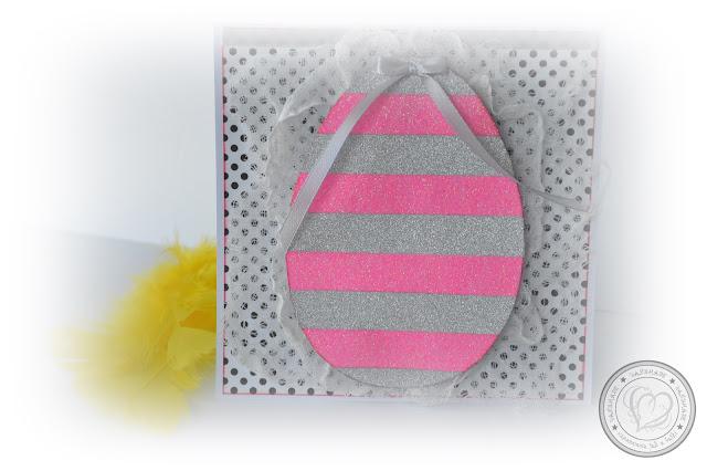 Kwadratowa kartka wielkanocna z błyszczącym jajem