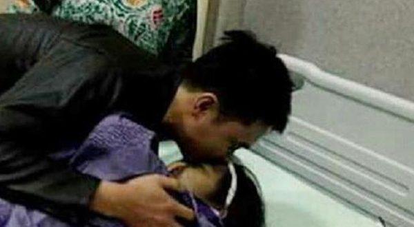 Menggetarkan Hati, Pemuda Nias Ini Nikahi Kekasihnya yang Telah Meninggal!