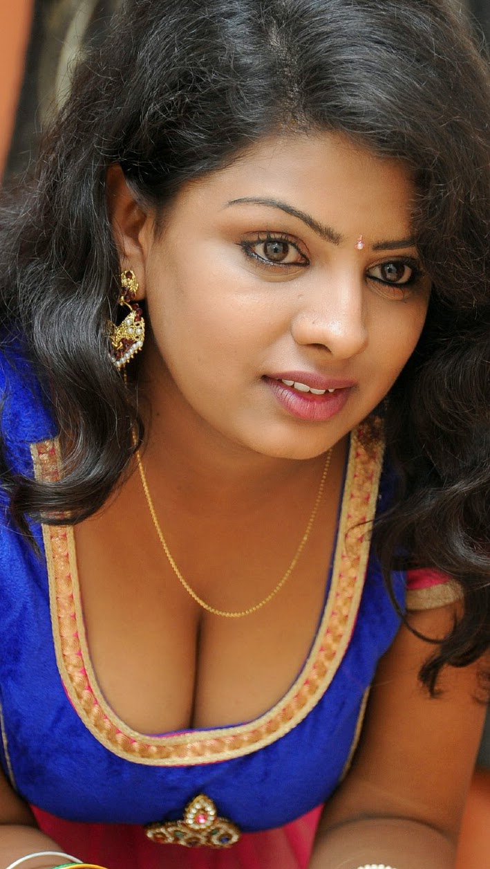 Actress hot boob show the