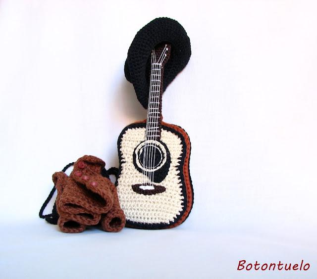 guitarra amigurumi
