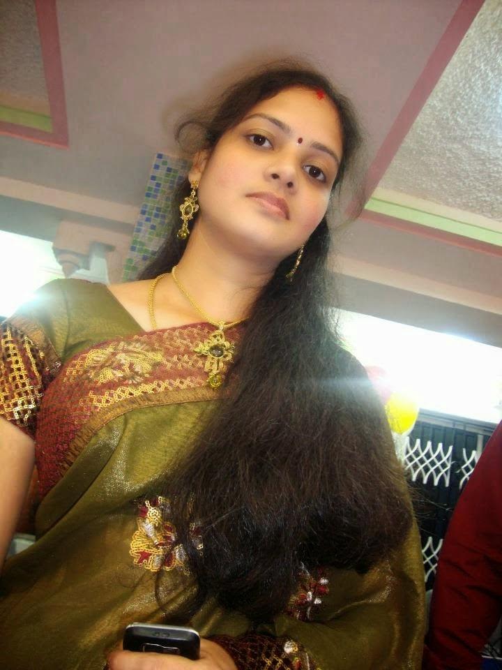 Desi Beautiful Indian Hot Housewife In Saree Photos -6698