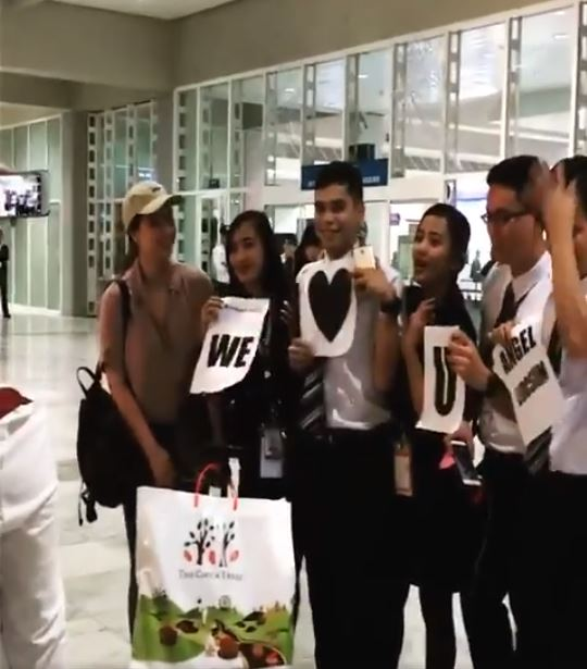 Angel Locsin Flashed the Brightest Smile After These Flight Attendants Exerted Effort to Show How Much They Love Her!