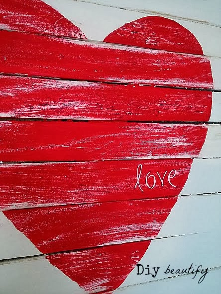 How to make a Mini Pallet with painted Heart www.diybeautify.com