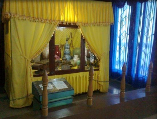 kelambu kuning