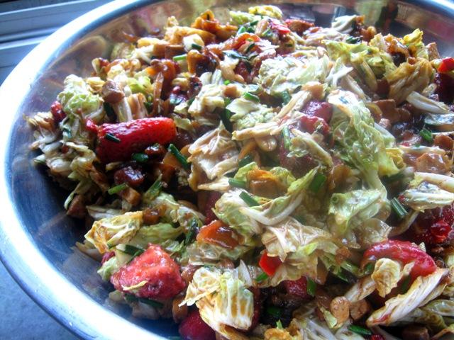 veganza; sałatka wegańska; sałatka z cebuli; sałatka z truskawek; cukier