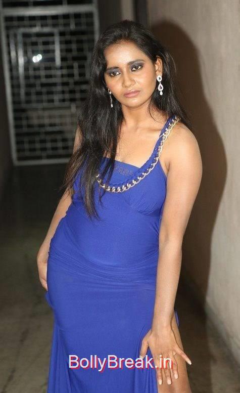 Anusha Photo Gallery with no Watermarks, Anusha Hot Pics in Blue Dress
