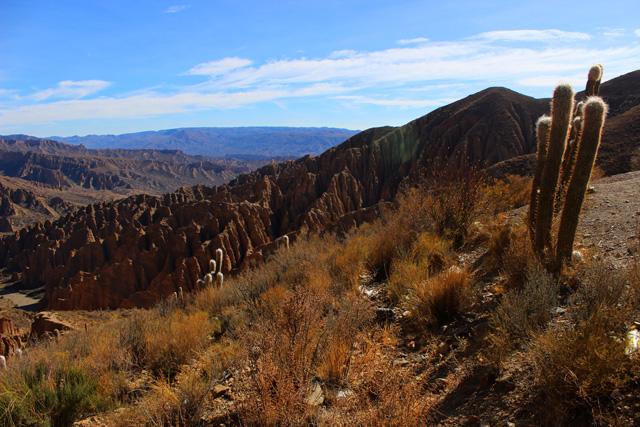 El Sillar, un conjunto de formaciones rocosas muy erosionadas y de colores rojizos y ocres