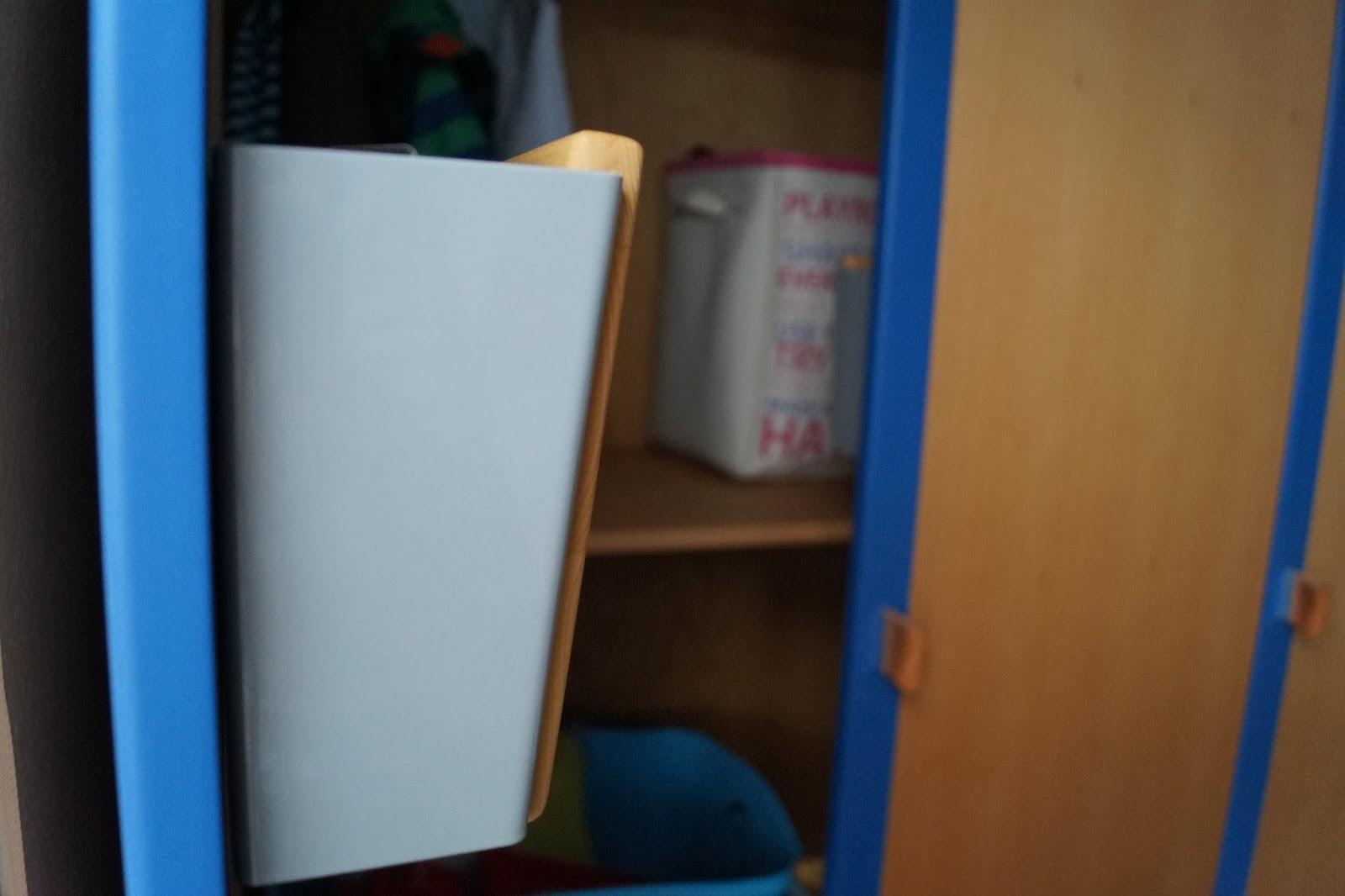 Ein Kleiderschrank mit System von Kindermöbel De Breuyn - Mit ...