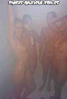 Jovencitas en la ducha