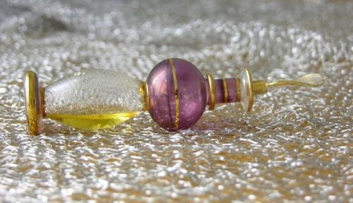 #PraCegoVer: Frasco de perfume oriental.