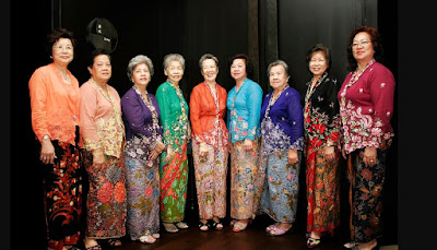 Tampil Eksotik Dengan Kebaya Modern Akulturasi Budaya