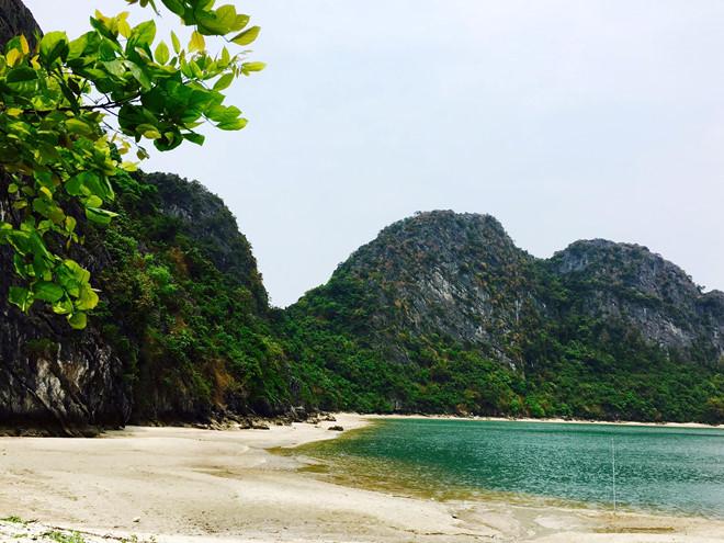 khám phá du lịch phượt trên hoang đảo Mắt Rồng