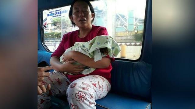 Kisah Memilukan! Ibu ini Gendong Jenazah Anaknya Pakai Angkot Karena Rumah Sakit Tak Sediakan Ambulance