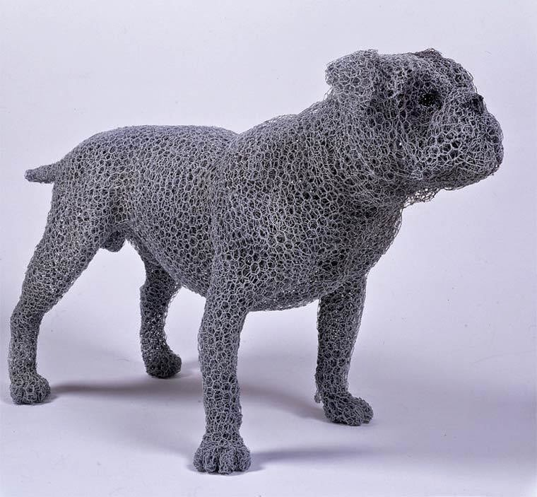 Realistic galvanized wire sculptures by British artist Kendra Haste. Inspired by nature, Kendra gives life to all kinds of animals joining layers of galvanized wire, sculpting creatures large and small for both public installations and private collections around the world.