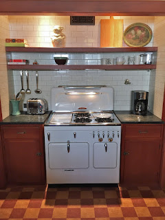 Vintage Chambers stove repair, model C highback set in retro kitchen, Glen Ellyn, Illiinois