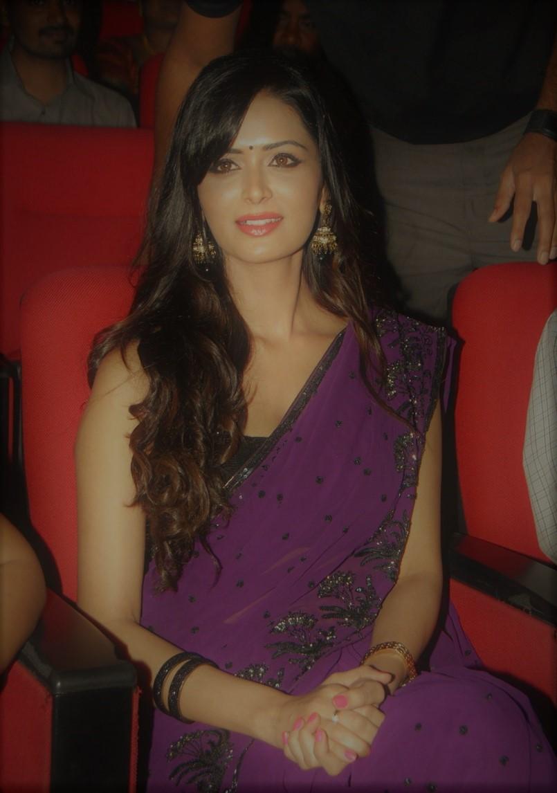 Actress MeenakshiDixit Latest HD Images