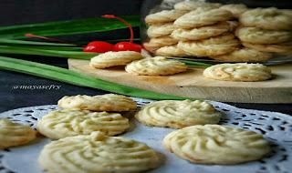 https://rahasia-dapurkita.blogspot.com/2017/10/resep-membuat-kue-sagu-keju-lumer-di.html