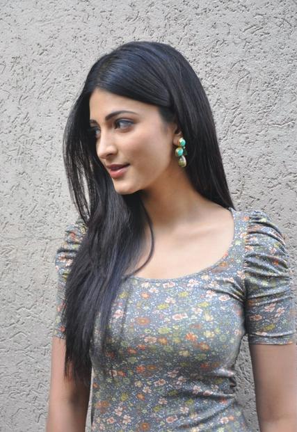 Shruti Hassan Pics-1 - Indian Actresses Wallpapers Gallery