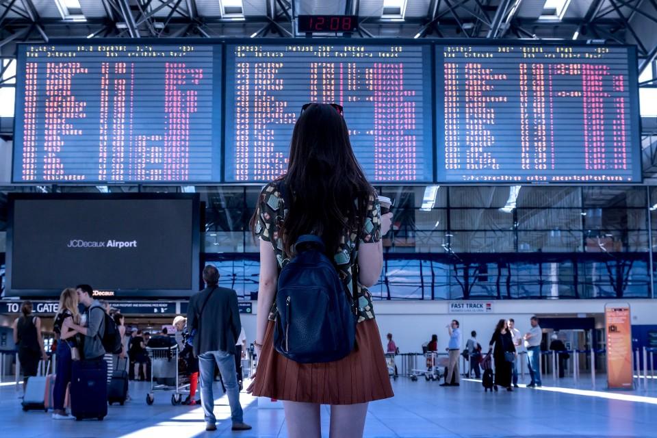 tips lancar dan sukses melewati petugas imigrasi di bandara