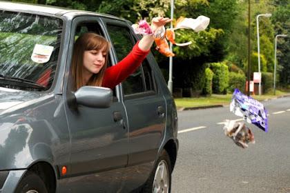 Stop Membuang Sampah Ke Jalan Raya ! Jalanan Bukan Tong Sampah Raksasa!
