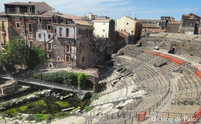 Vistas del interior del Teatro Romano de Catania