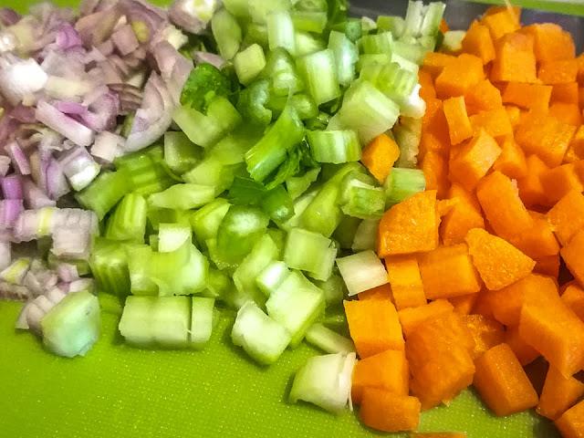 Soffritto di verdure, carota, scalogno e sedano
