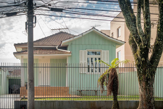 Outra das casas de madeira de Curitiba