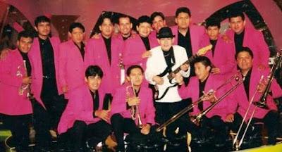 Foto de Dilbert Aguilar con su Orquesta La Tribu