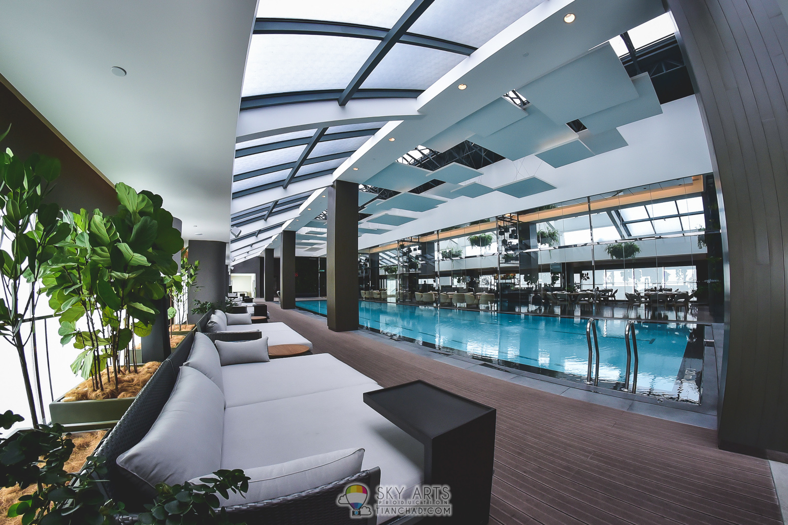 The undiscovered swimming pool restaurant genting for Knebel design pool ug