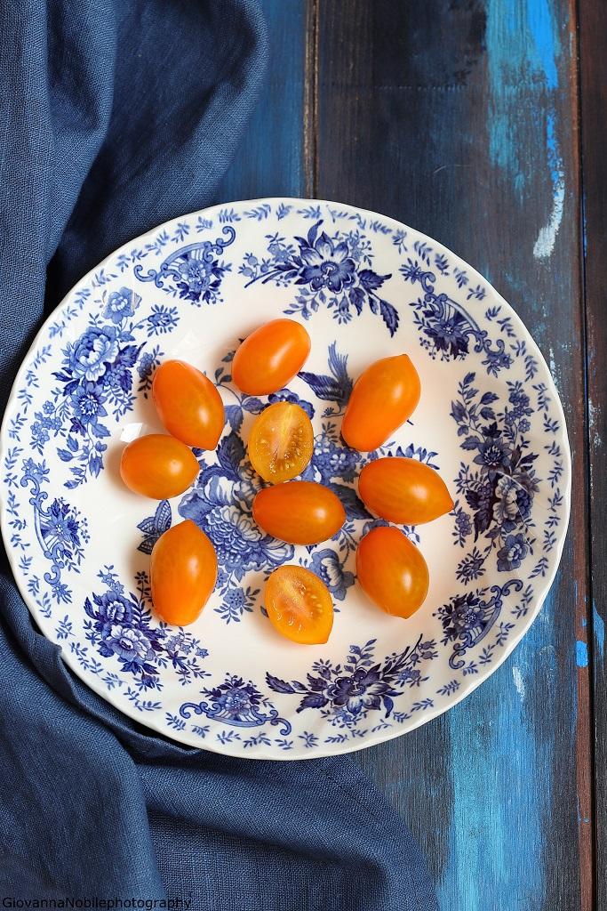 Pomodorini datterini per fusilli con pomodorini, melanzane e mozzarella