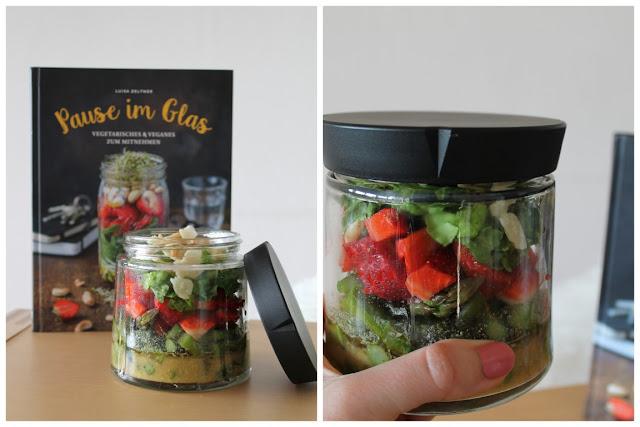 Pause im Glas Sommersalat im Glas Mittagspause Lunch Spargel-Erdbeer