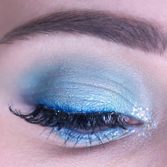 blue eyeshadow makeup