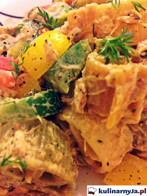 Sałatka z tuńczykiem i makaronem Ruote Tricolore