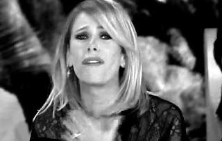 una foto di alessia marcuzzi in lacrime