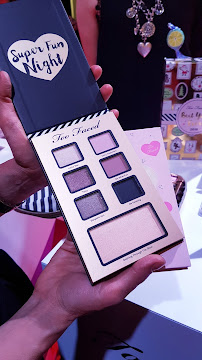 regali di natale sephora - palette super fun night too faced too faced_01
