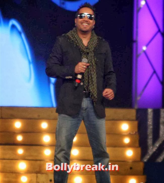 Mika Singh, Bollywood Celebs at Umang Police Show 2014