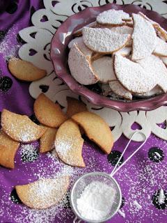 kruche ciasteczka, z migdalami, migdaly, polksiezyce, swieta, smacznapyza
