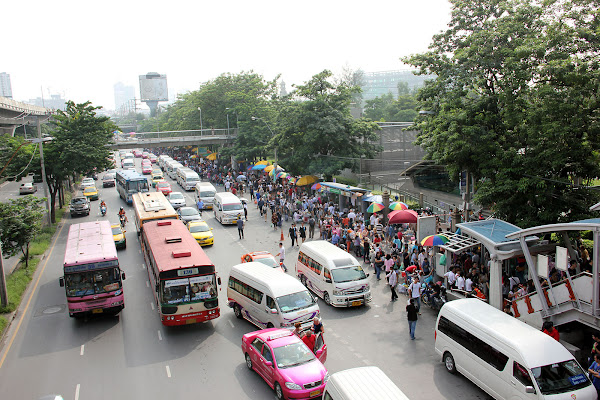 Skytrain de Bangkok estacion Mo Chit del Mercado de Chatuchak