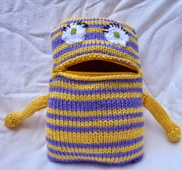 http://stana-critters-etc.blogspot.com.es/2014/09/knitting-pattern-for-petunia-zipper.html
