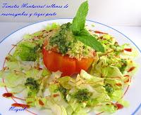 Tomates de Monserrat rellenos de cuscus, gambas y toque de pesto