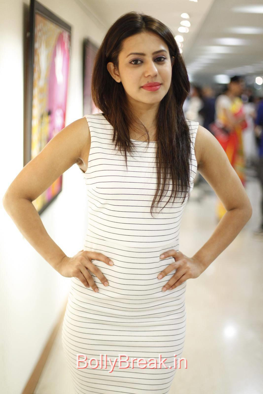 Ranya Pics, Ranya Hot HD Pics from Rangoli Garg Solo Art Show Gallery