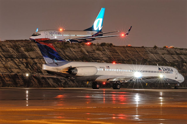 Delta MD-88 and AirTran Boeing 737-700