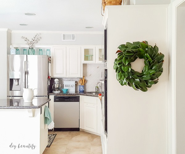 make a fresh magnolia wreath