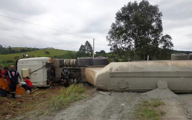 Colisão entre carreta e ônibus deixa mortos e feridos na BR-265