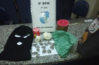 http://vnoticia.com.br/noticia/2559-policiais-de-sfi-apreendem-drogas-na-barra-velha-praia-de-gargau