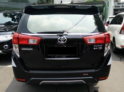 Eksterior Belakang Toyota Innova 2016