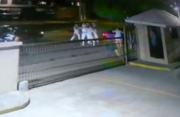Video: Momento en que policía mata a otro en Arroyo Hondo