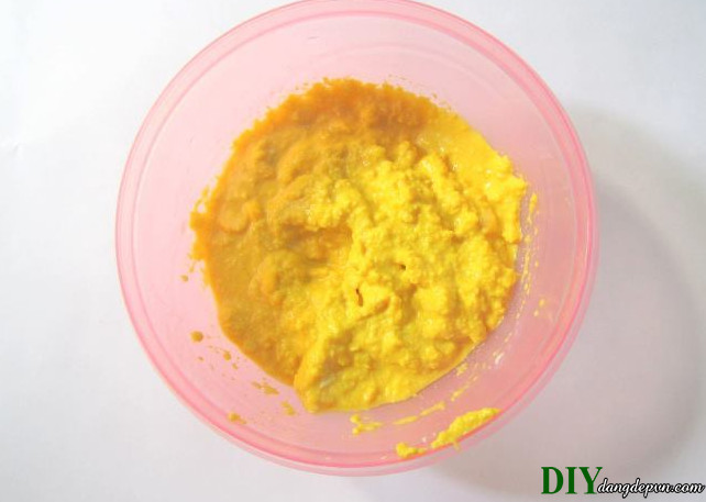 Cách làm trắng da cháy nắng cực hiệu quả bằng bột đậu xanh (besan)