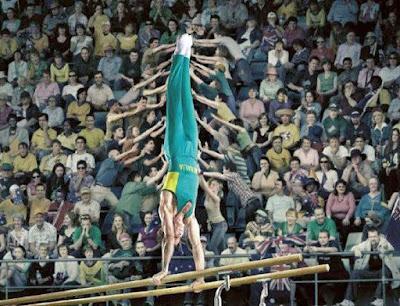 Leichtathletik witzige Zuschauer helfen